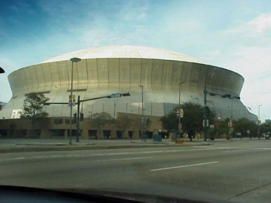 The saints pope new orleans superdome fotograf a de for Hotels by mercedes benz superdome