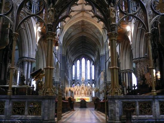Worcester Cathedral: The awesome main cathedral hall..