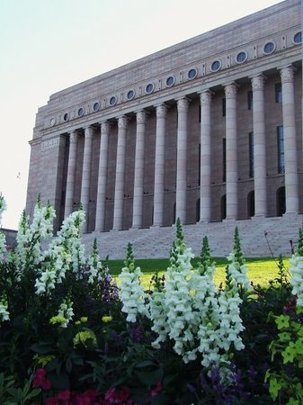Helsinki, Finland: Il loro bellissimo palazzo del parlamento. Non dimentichiamoci che il presidente dello stato è u