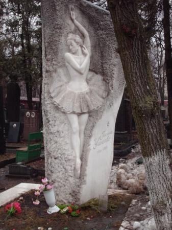 Novodevichy (New Maiden) Convent and Cemetery: Novodevichy Cemetery Galina Sergeyevna Ulánova Галина Сергеевна Уланова 1910-1998 Ballerina