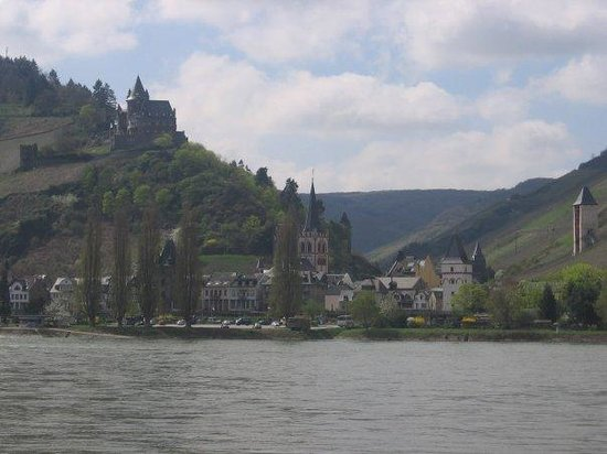 Bacharach with 12th century castle on the hill.   This is where we used the internet.