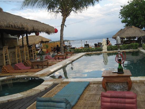 Pesona Beach Resort & Spa : pool/bar - view of sea