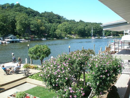 Ship-N-Shore Hotel: Beautiful river view