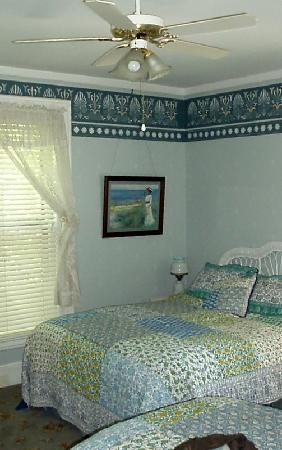 Amherst Inn : One of the 'girly' rooms- there are other styles