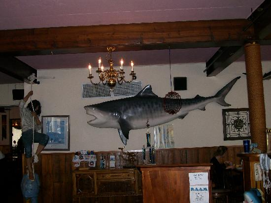 Hall's Restaurant & Lounge: Some decor