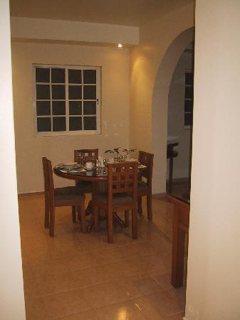Hotel Suites Reforma 374 : ダイニングテーブル