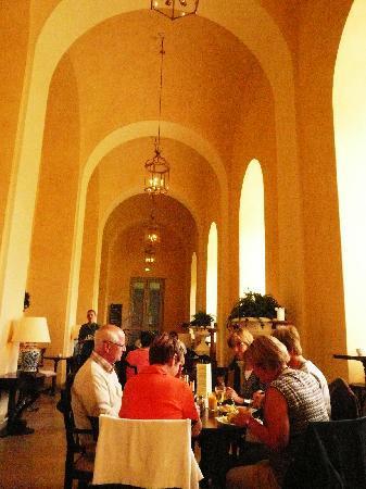 พิพิธภัณฑ์ศิลปะเดิม: 上質なサービスのカフェ・レストラン