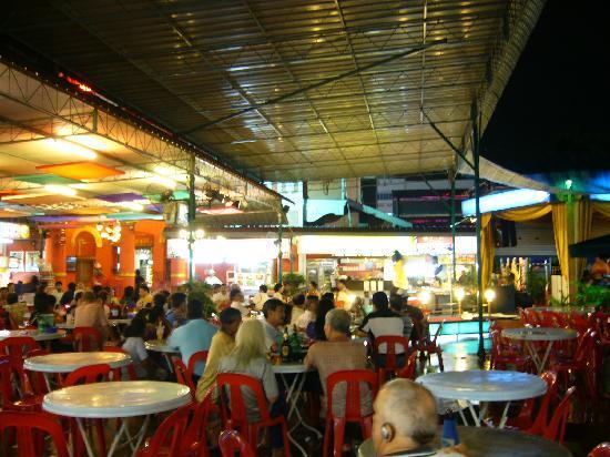 Red Garden Food Paradise & Night Market : 舞台で歌えます