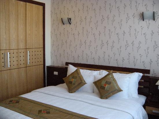 Rising Dragon Grand Hotel: Hotel room 1