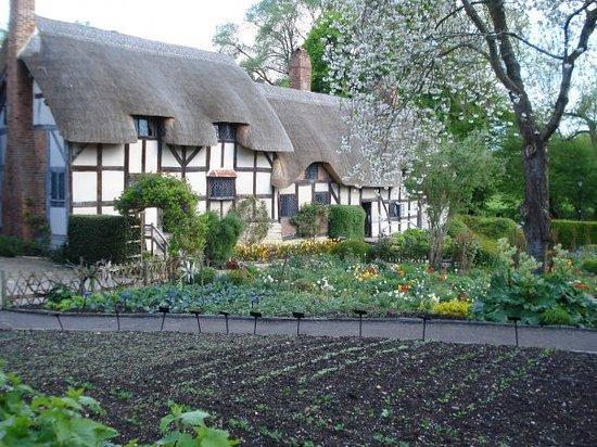 Anne Hathaway's Cottage & Gardens: Anne Hathaway's Cottage -- where Shakespeare's wife grew up.  Stratford-upon-Avon.