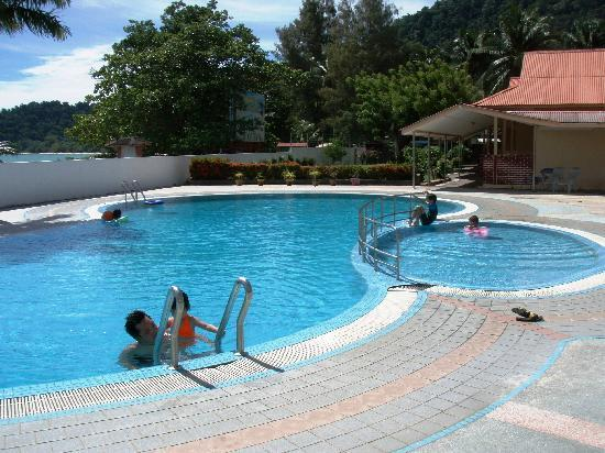 Pangkor, Malasia: Nice pool just great for the kids. Great view of sea from here too.