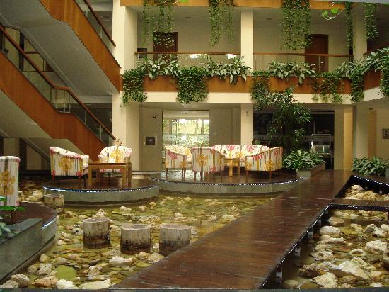 Orchidea Boutique Spa: hotel entrance (very tranquil)