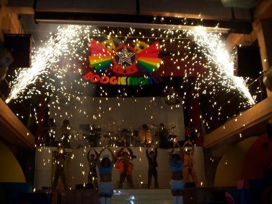 Iberostar Tucan Hotel: Boogey Nights Show