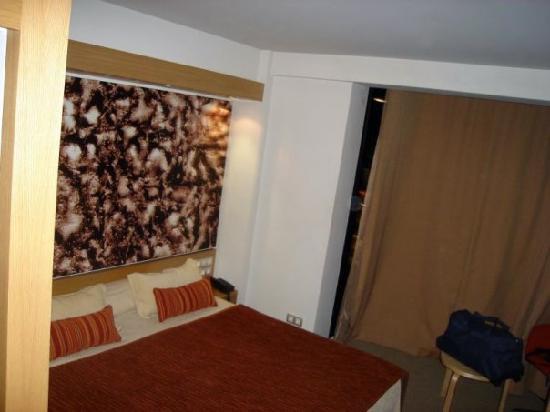 Exe Princep Hotel: Cama de matrimonio, muy comoda y grande.