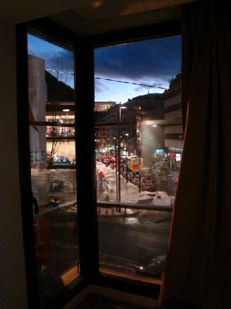 Exe Princep Hotel: En pleno centro de la ciudad, a tocar de la calle principal.