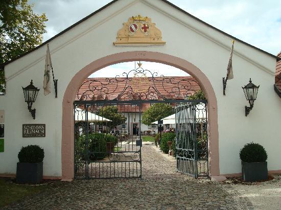Hotel Schloss Reinach: facade