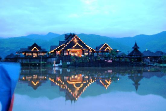 Myanmar Treasure Inle Lake: resort al tramonto