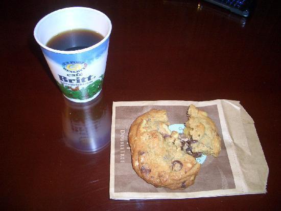 San Antonio De Belen, Costa Rica: ウエルカムクッキーと部屋にあったコーヒー