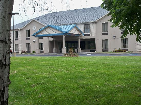 Best Western Dunkirk & Fredonia Inn: Front of building