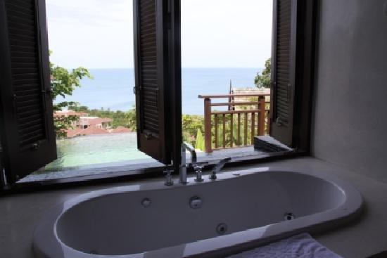 Bhundhari Spa Resort & Villas Samui: JAKUZZI-PISCINA VISTAS AL MAR
