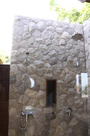 Bhundhari Spa Resort & Villas Samui: DUCHA EXTERIOR
