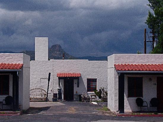 Apache Lodge Picture