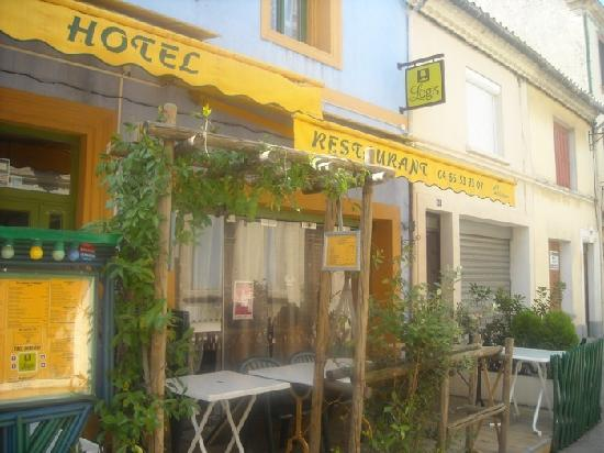 Hotel Chez Carriere: esterno con patio