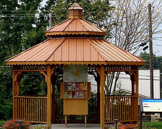 Royal Inn Crossville: Downtown gazebo, learn about activities