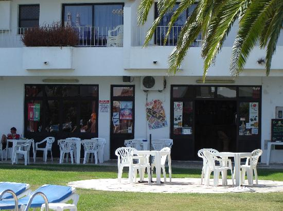 Solar Dos Vilarinhos Apartments : Pool snack-bar area