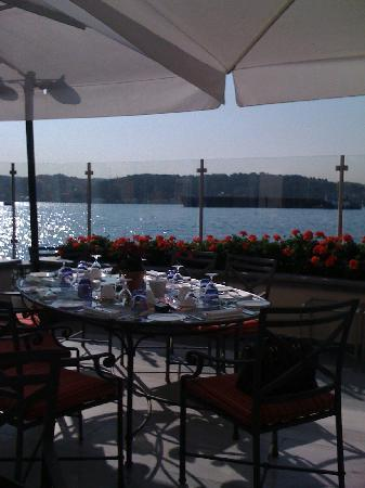 Four Seasons Istanbul at the Bosphorus : View on the bosphorous from the restaurant