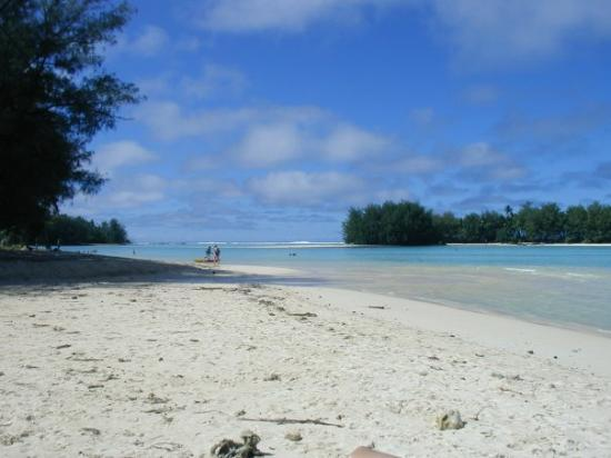 Muri beach on Rarotonga - frequently the beaches were almost deserted, never crowded.