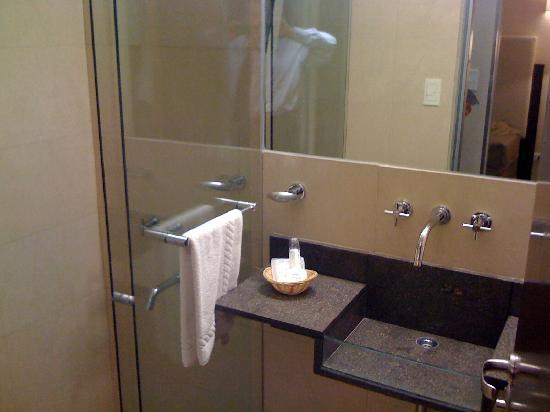 Baños Lujosos Imagenes:Foto de Gran Hotel Argentino, Buenos Aires: Uno de los dos baños