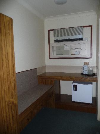 The Abbey Motor Inn : Frig and tea making facilities