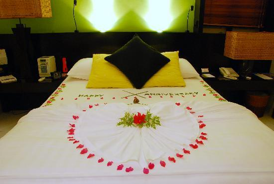 Happy anniversary decoration on bed picture of angsana for Bed decoration anniversary