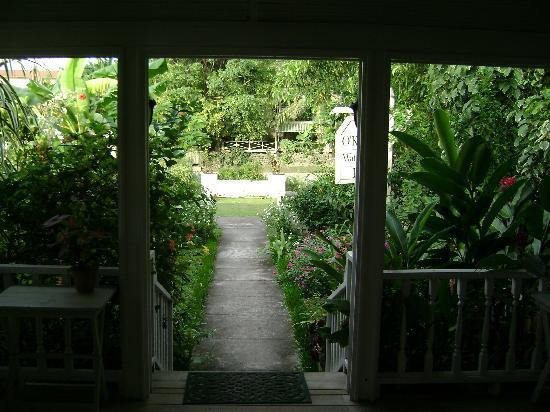 Colonia, Stati Federati di Micronesia: Looking out the front door of the Inn