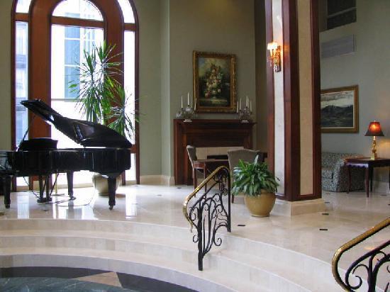 Clayton Plaza Hotel: the lobby