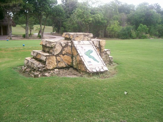 Playacar Golf Club: Tee box marker