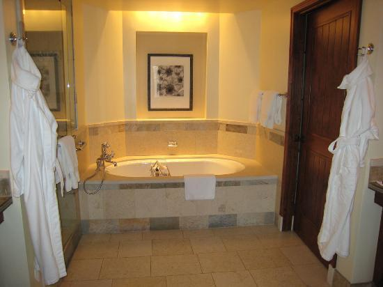 Four Seasons Resort and Residences Jackson Hole: Master Bath Tub