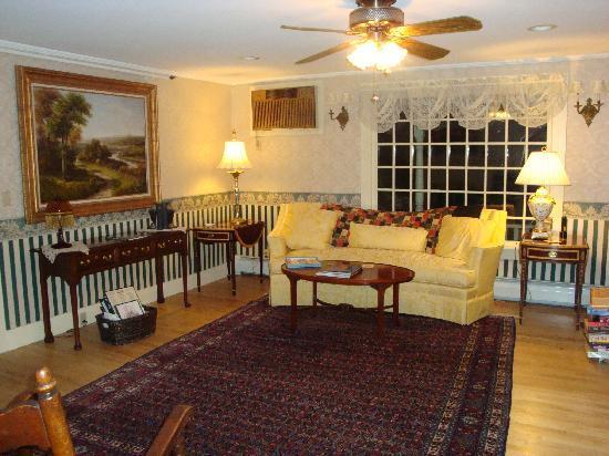 Eastman Inn : The parlor
