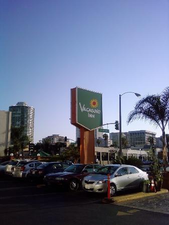 Vagabond Inn Convention Center Long Beach: Sign