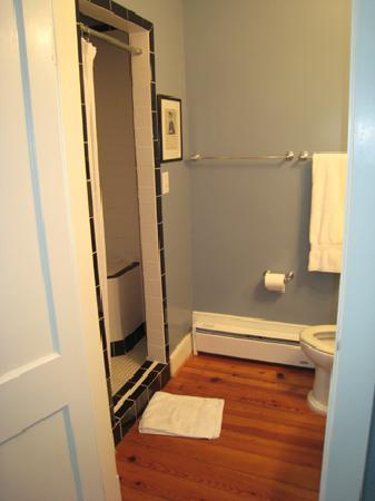 Hopkins Ordinary Bed & Breakfast: bathroom