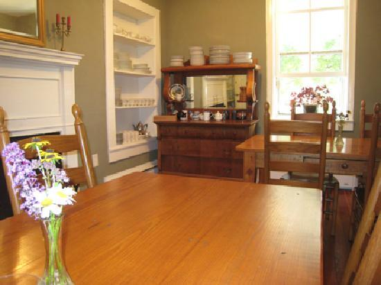 Hopkins Ordinary Bed & Breakfast: dining area
