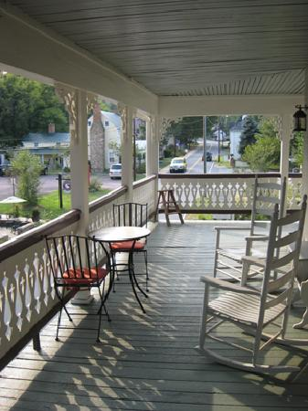 Hopkins Ordinary Bed & Breakfast: 2nd floor terrace