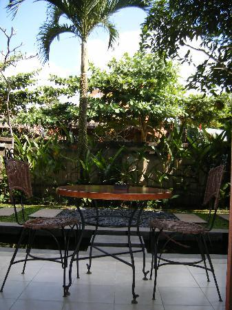 Kakiang Bungalows: The patio