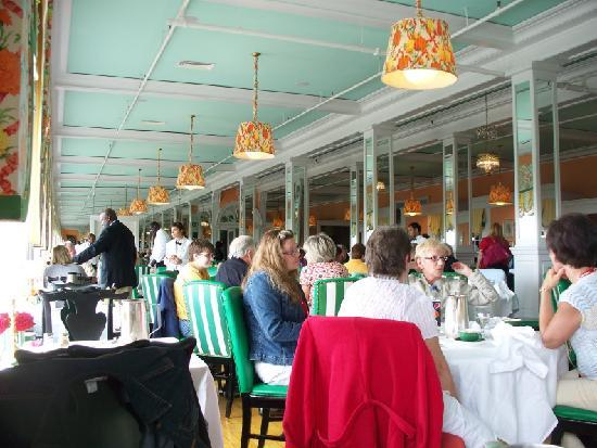 The Grand Hotel Luncheon Buffet : busy time at the buffet