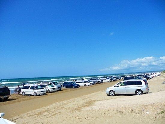 Hakui, Japonya: 夏場は駐車車両多いです・・