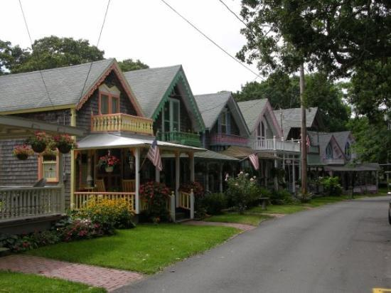 Edgartown, MA : Gingerbread Houses