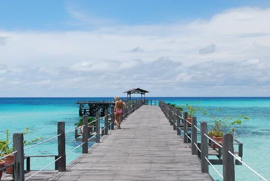 Pulau Mabul, Malesia: The walk way to the ocean!!
