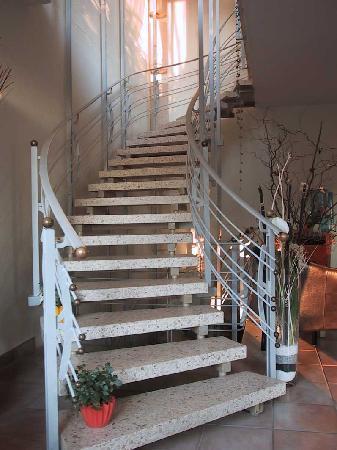 Hotel Buchberg: Treppenaufgang zum 1. Stock (kein Aufzug vorhanden)
