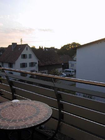 Hotel Buchberg: Blick vom Balkon der Westseite des Hotels auf hochverarbeitenden Betrieb